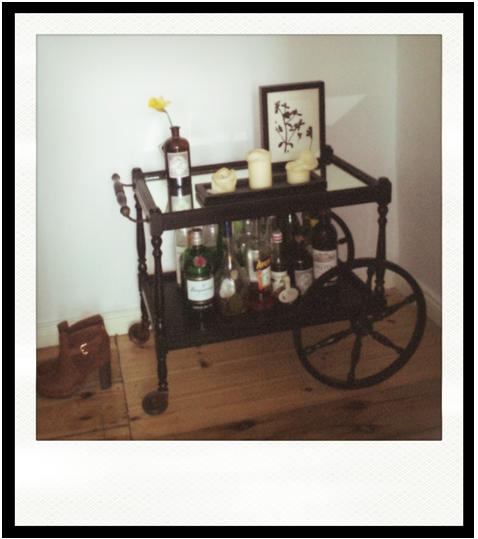 neue bar f r zuhause restaurierter barwagen bubbles and beef. Black Bedroom Furniture Sets. Home Design Ideas